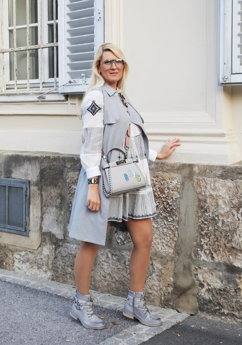 Folklore-Dress-Zara-grey-Boots-Studs-Studded-Fendi-Bag-carrieslifestyle-Tamara-Prutsch