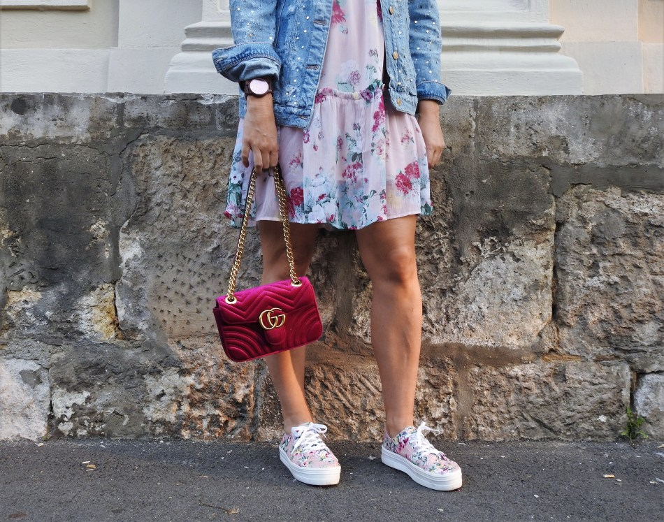 Blogger-Brunch-Vienna-H&M-Floralprint-Dress-Blumenprint-Gucci-Bag-Footway-Sneakers-carrieslifestyle-Tamara-Prutsch-Denim-jacket