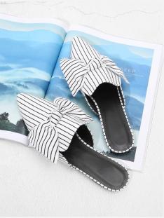 Shoetrends-Shoe-Mules-spitz-Stickerein-Prints-Sneakers-carrieslifestyle-Tamara-Prutsch