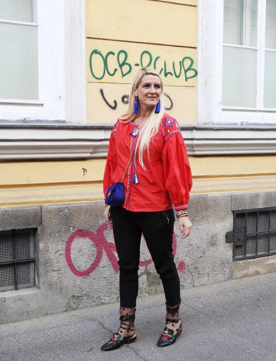 Etno-Blouse-Bluse-Folklose-Style-Gucci-Bag-Velvet-Blue-Black-Pants-Fashionsocks-Calzedonia-Slippers-carrieslifestyle-Tamara-Prutsch
