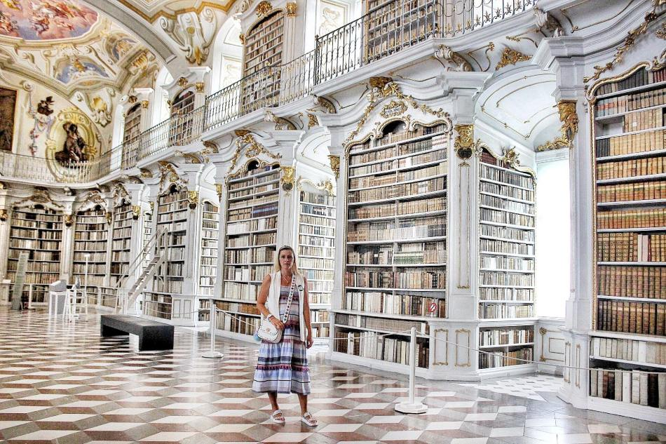 Stift-Admont-Bibliothek-carrieslifestyle-Tamara-Prutsch-Reisebericht-Österreich-Steiermark