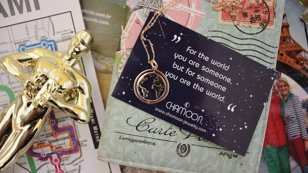 Chamoon-Jewelry-Schmuck-Rotating-Worldmap-Necklace-Weltkarten-Kette-Onlineshop-carrieslifestyle-Tamara-Prutsch