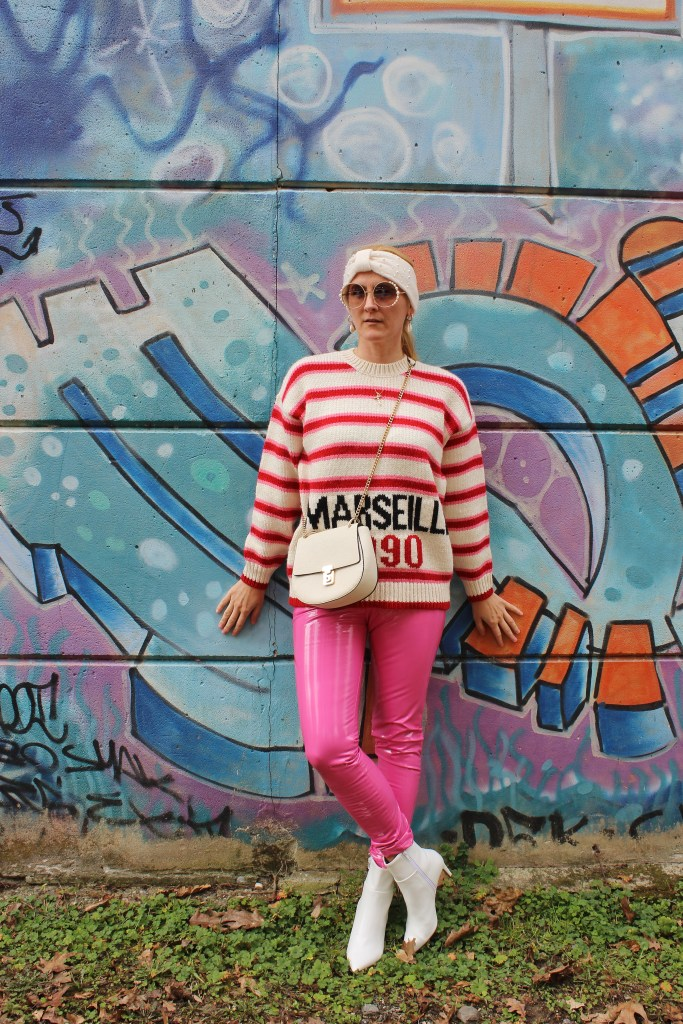 weiße-Stiefletten-Boots-Marseille-Sweater-Asos-Lackhose-Patent-Leather-Pants-Pink-carrieslifestyle-Tamara-PRutsch