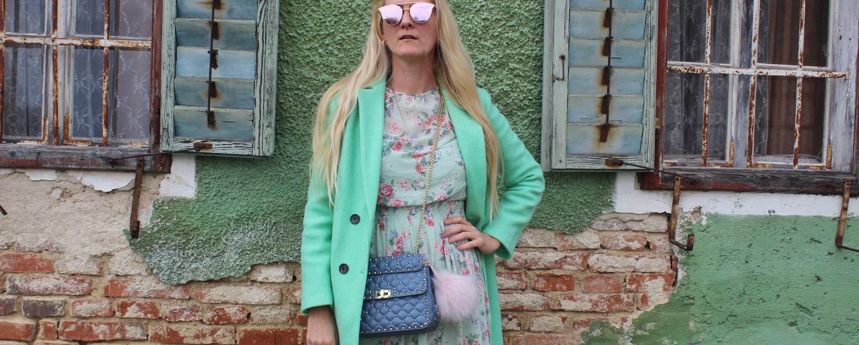 Mint-Maxikleid-Maxidress-Floralprint-Valentino-Rockstud-Garavani-Bag-Springlook-Frühlingslook-carrieslifestyle-Tamara-Prutsch