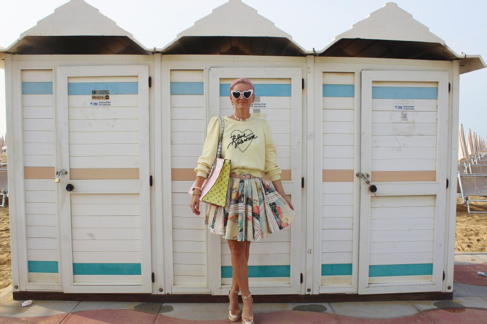 Sommerlook-Pastell-Eiscreme-Louis-Vuitton-Bag-onthego-Keilabsatz-carrieslifestyle