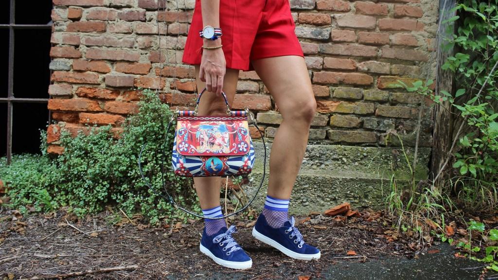 MissSicily-D&G-Bag-Sioux-Schuhe-Sneakers-Royalblau-Fashionsocks-Shorts-Zara-Rot-carrieslifestyle-Tamara-Prutsch
