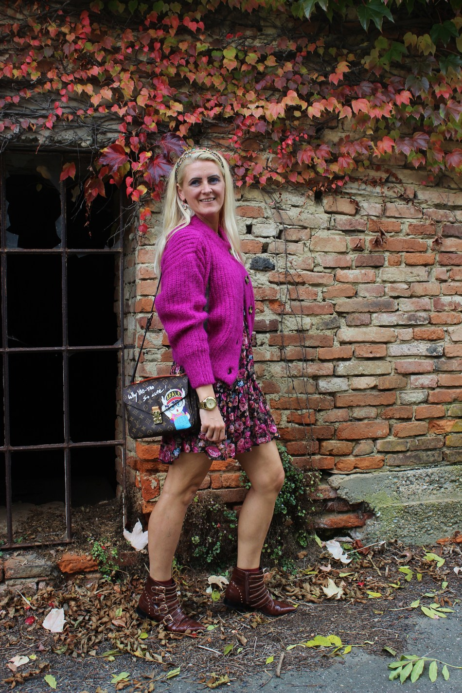 Cardigan-Floralprint-Dress-Boots-Deichmann-Studs-carrieslfiestyle-Tamara-Prutsch