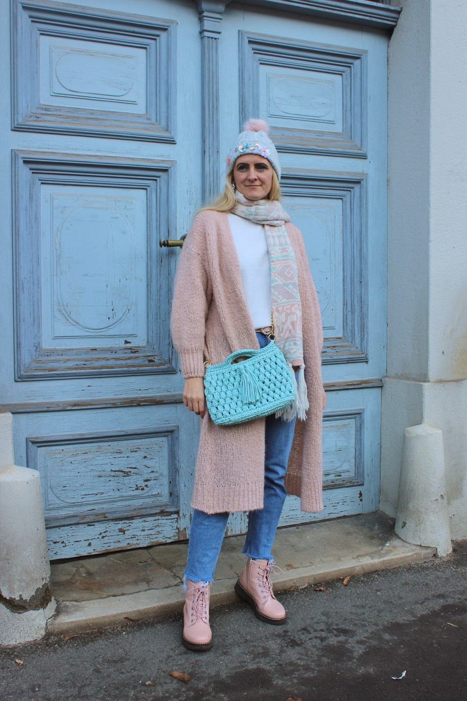 Cafe-Solo-Design-Fashion-Knitbag-pink-Boots-Cardigan-Pastellfarben-Pastelllook-carrieslifestyle-tamara-prutsch