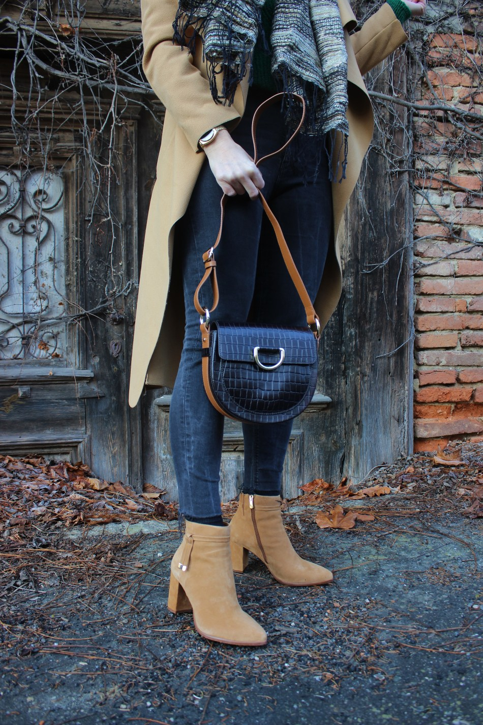 Camel-Boots-carrieslifestyle-Tamara-Prutsch-CCC-Shoes-and-Bags