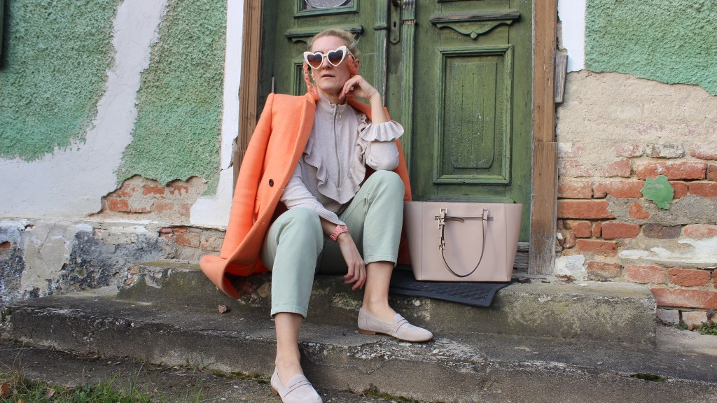 Beige-Loafers-CCC-Shoes-and-Bags-Coralle-Coat-carrieslifestyle-Tamara-Prutsch