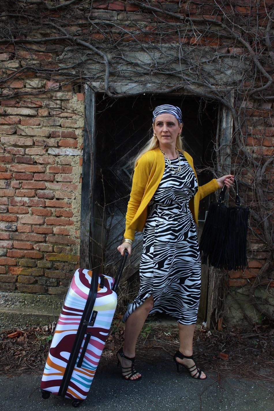 Tchibo-African Living-Kollektion-Zebra-Trend-Muster-Animalprint-Safrangelb-Cardigan-carrieslifestyle-Tamara-Prutsch
