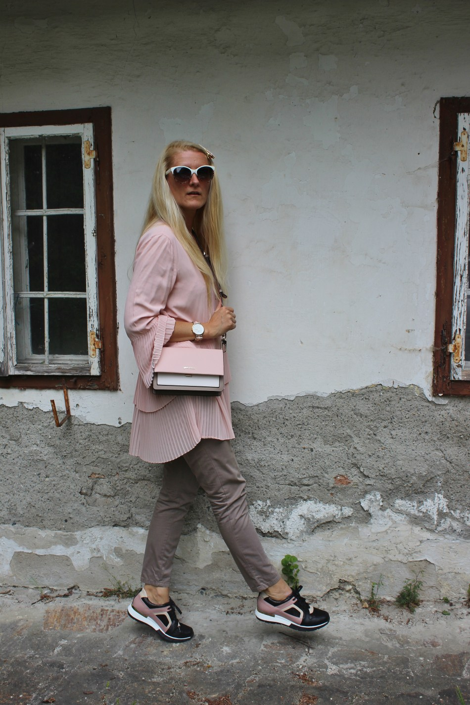 CCC Shoes and Bags- Gino Rossi Sport- Sneakers-Handtasche-bloggerstyle-Blogger-Rosa Longbluse zara- Taupe Hose-carrieslifestyle-Tamara-Prutsch