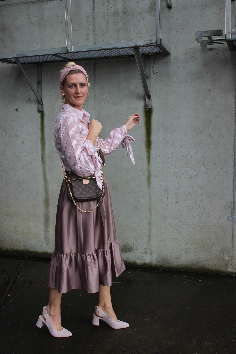 Nakd Fashion-Rosa-Altrosa-Louis Vuitton Tasche-Volantrock-Volantskirt-carrieslifestyle-Tamara Prutsch