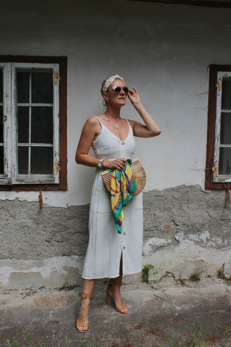 Weißes Kleid Stradivarius-Sandals Gino Rossi CCC Shoes and Bags-Cultgaia Bag-carrieslifestyle-Sommerlook-blogger-bloggerstyle