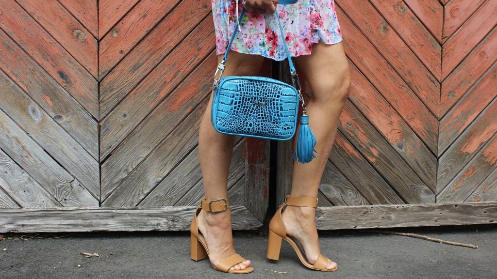 Floralprint Dress H&M-Blau-Corallrot-Korallrot-carrieslifestyle-GIno Rossi Sandalen-CCC Shoes and Bags-Tamara Prutsch-Bloggerstyle-Blogger