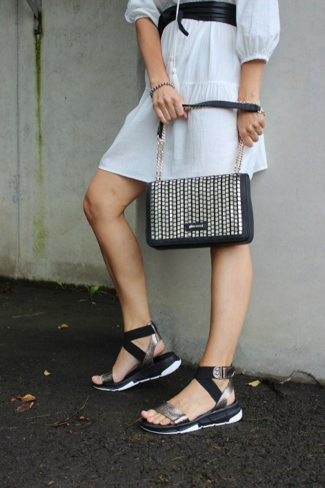 Trend- Ugly Sandals-Ugly Dads-Chunky Sandals-CCC Shoes and Bags-Gino Rossi-Sanadalen Trends 2020-carrieslifestyle-Tamara Prutsch-Weißes Tunikakleid Vero Moda-Besteseller