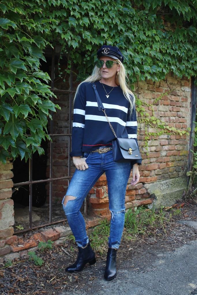 Dunkelblau-Marineblau-Kroko Leder Boots Dunkelblau-Gestreifter Pulli-Denim-carrieslifestyle-TAmara Prutsch-CCC Shoes and Bags-Gino Rossi Boots