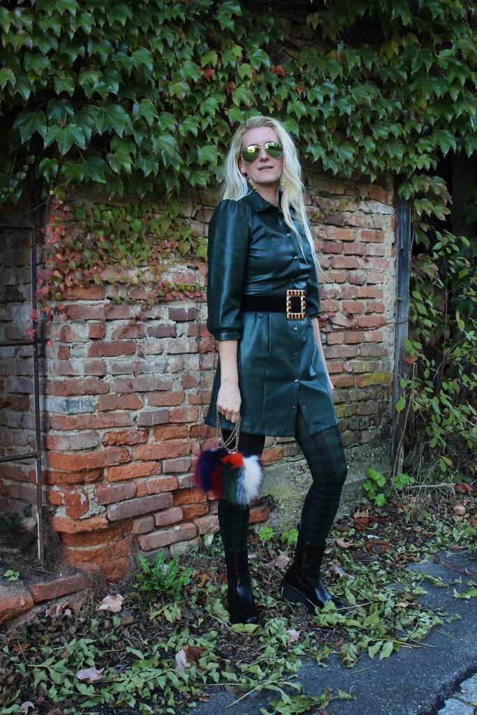 Trend Leder-Herbsttrends Leder-Dunkelgrünes Lederkleid Vero Moda-Bestseller-Chunky Chelsea Boots-Bottega Veneta Boots-Dior Karo-carrieslifestyle-TAmara Prutsch