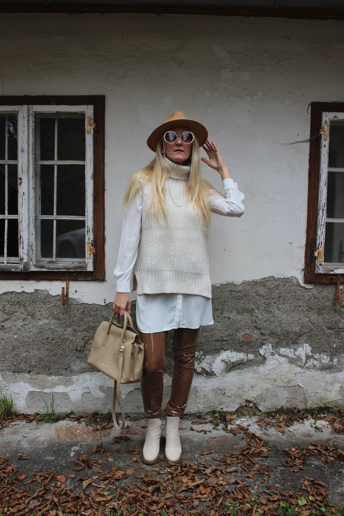 Herbsttrends 2020 - Pullunder-Beiger Pullunder H&M- Boots Jenny Fairy CCC Shoes and Bags beige-Gino Rossi Bag Beige-carrieslifestyle-All in Beige Look