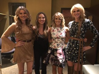 """Carrie poses with the gorgeous ladies from """"Runaway June"""""""