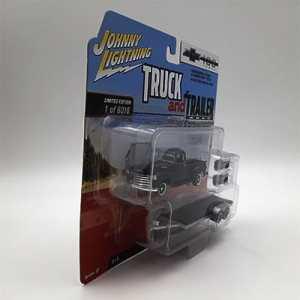 Chevy Pickup Negra con remolque