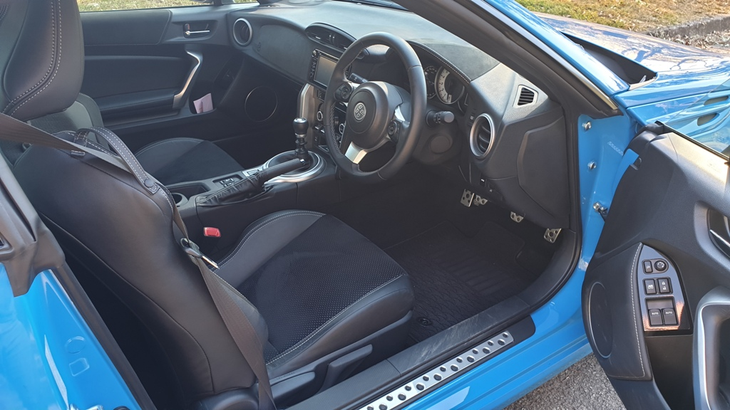 toyota - Toyota 86 GTS front seats - Toyota 86 GTS: Basic, but that's what you pay for