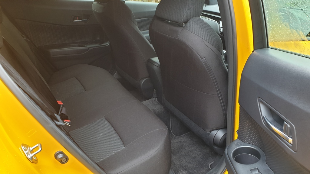 toyota - toyota c hr rear seats - Toyota C-HR: A pizza with the lot