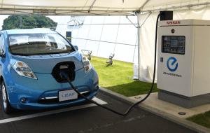Nissan-Leaf-EV-Charging