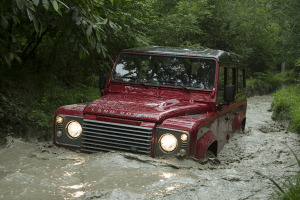 Land_Rover-Defender-90-river-wade