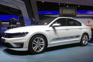 Volkswagen-Passat-Paris-Auto_Show-2014