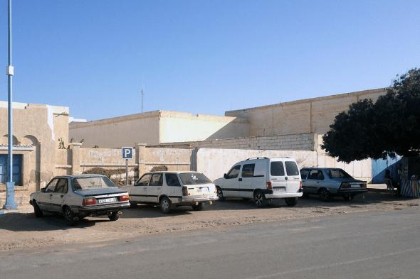 3x-Renault_18-Citroen_Berlingo-Morocco-Africa-street_scene-2015