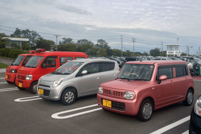Suzuki_Lapin-Suzuki_Alto-Honda_Vamos-front-Japanese-street_scene-2015