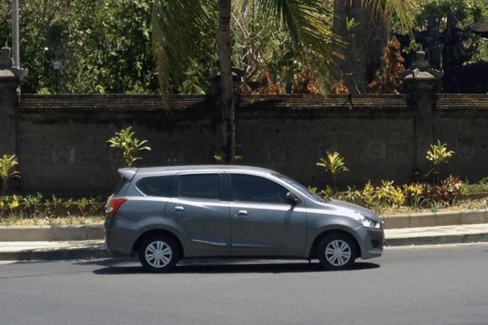 Datsun_Go_Panca_Plus-Bali-Indonesia-street_scene-2015