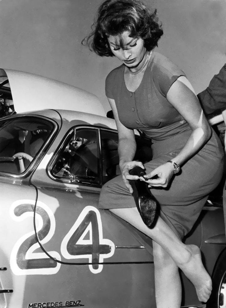 Sophia Loren Mercedes 300 SL Gullwing 01