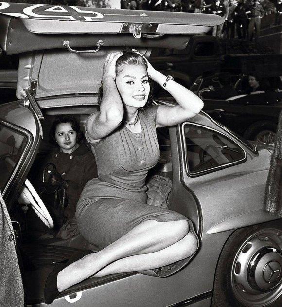 Sophia Loren Mercedes 300 SL Gullwing 02