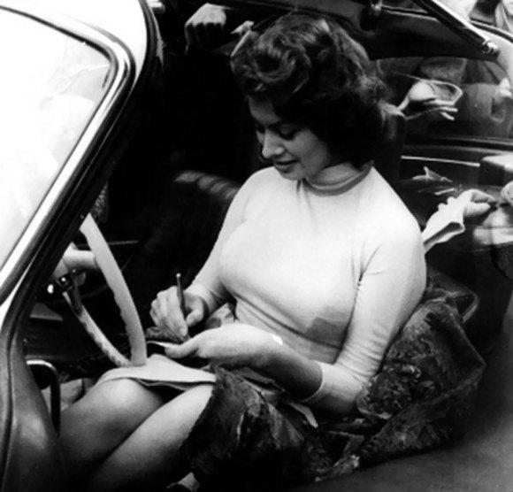 Sophia Loren Mercedes 300 SL Gullwing 09