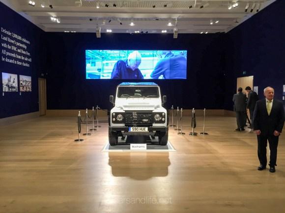 Land Rover Defender 2000000 40