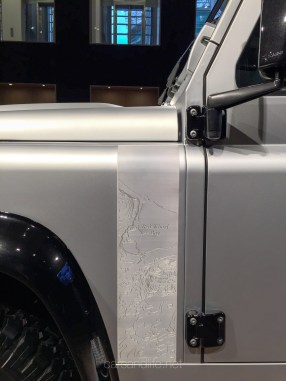 Land Rover Defender 2000000 44