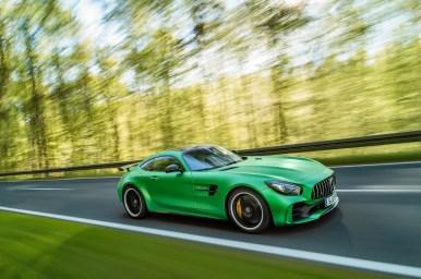AMG GT R; 2016; Landstraße; Exterrieur: AMG Green Hell magno ; Kraftstoffverbrauch kombiniert: 11,4 l/100 km, CO2-Emissionen kombiniert: 259 g/km AMG GT R; 2016; country road; Exterior: AMG Green Hell magno; Fuel consumption, combined: 11.4 l/100 km, CO2 emissions, combined: 259 g/km