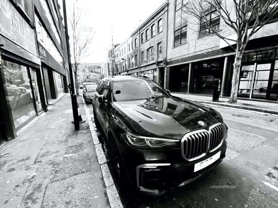 BMW X7 M50d Shoreditch London