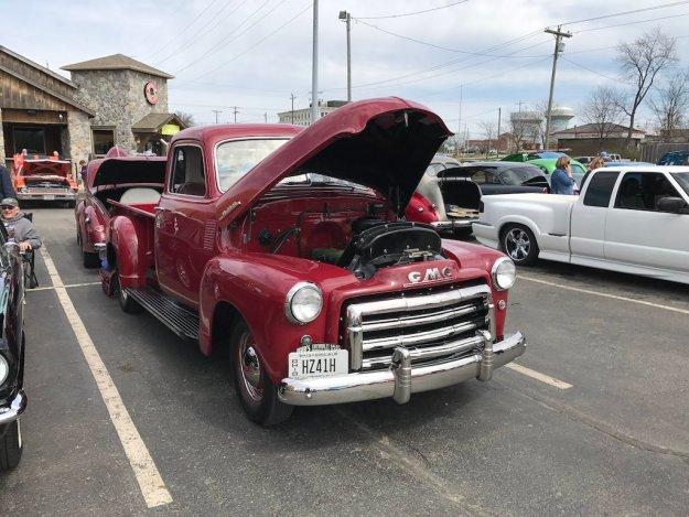 Sunday Cruisin' Buffalo Wings & Rings GMC pickup