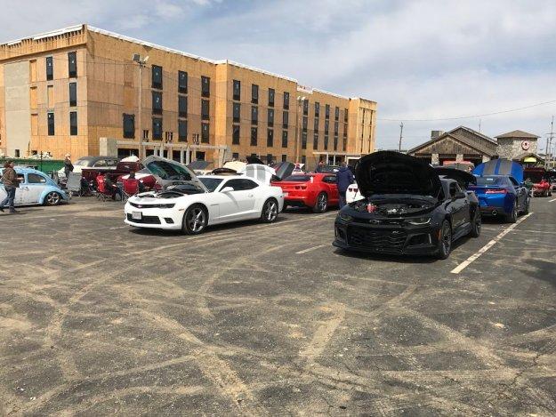 Sunday Cruisin' Buffalo Wings & Rings parking lot