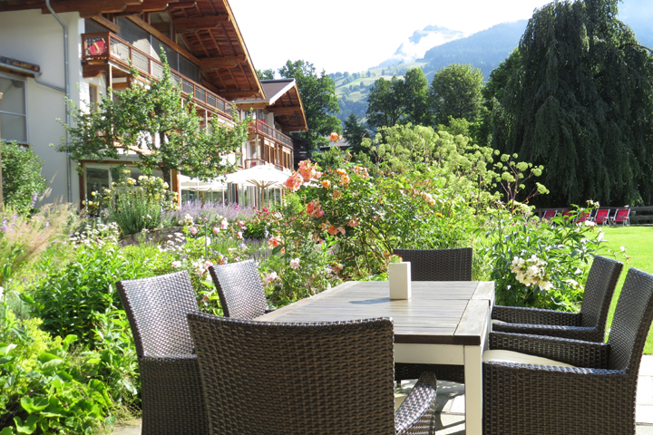Jardín del Hotel Kitzhof Mountain Design Resort