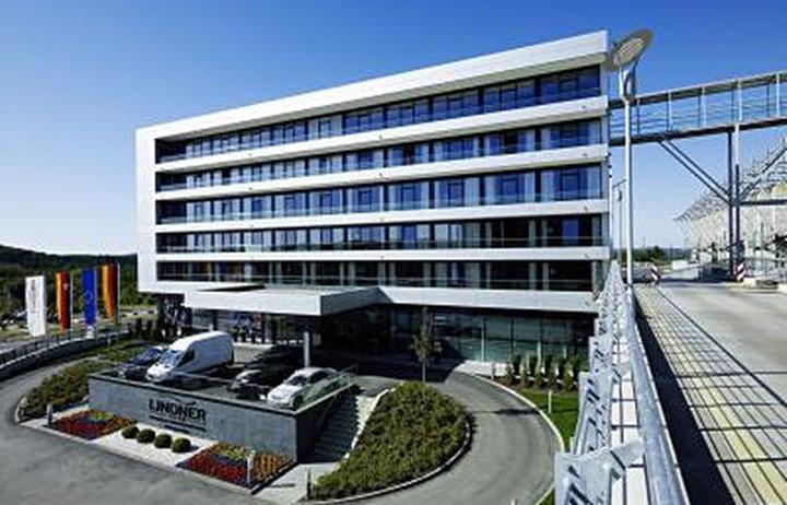 esta-5-hotel-exterior