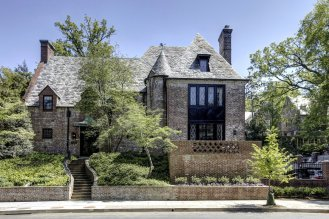 the-obamas-are-trading-white-for-brick-at-their-newly-leased-mansion-in-the-kalorama-section-of-dc