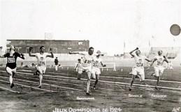 Abrahams en su victoria en 100 metros de París 1924