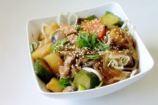 Pui cu legume in stil coreean Dakjjim