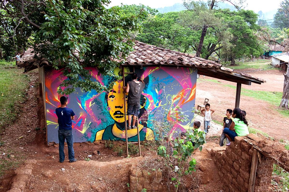 Los grafitis de Stinkfish, Kill Joy y Mazatl para recordar a Berta Cáceres  y a los líderes sociales asesinados