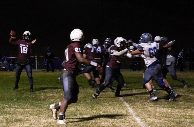 West Carter wins district championship: Comets advance to football regionals