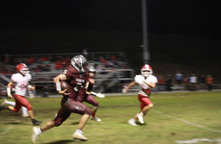 West Carter beat Cardinals 35-14: Comets take first seed in district with victory over Martin County